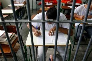 Presos da Penitenciaria Central de Piraquara tem aulas, Plano Estadual de Educacao em prisoes. 09-05-14. Foto: Hedeson Alves